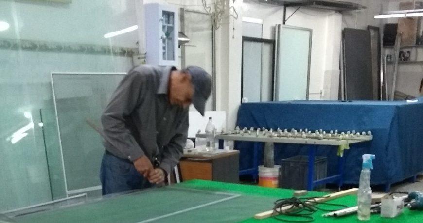 trabajando en taller